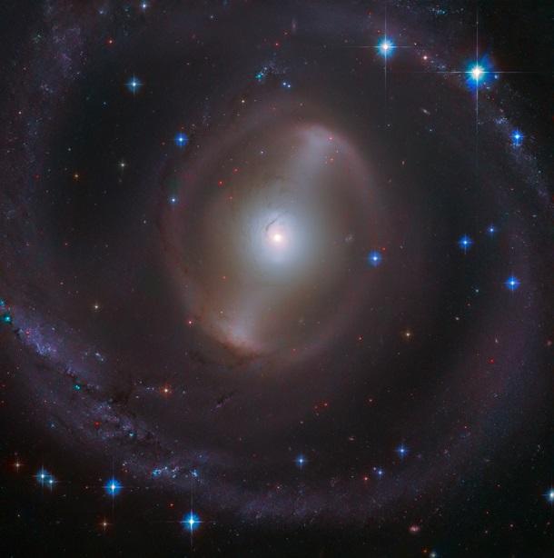 Hubble сделал снимок яркой спиральной галактики 1