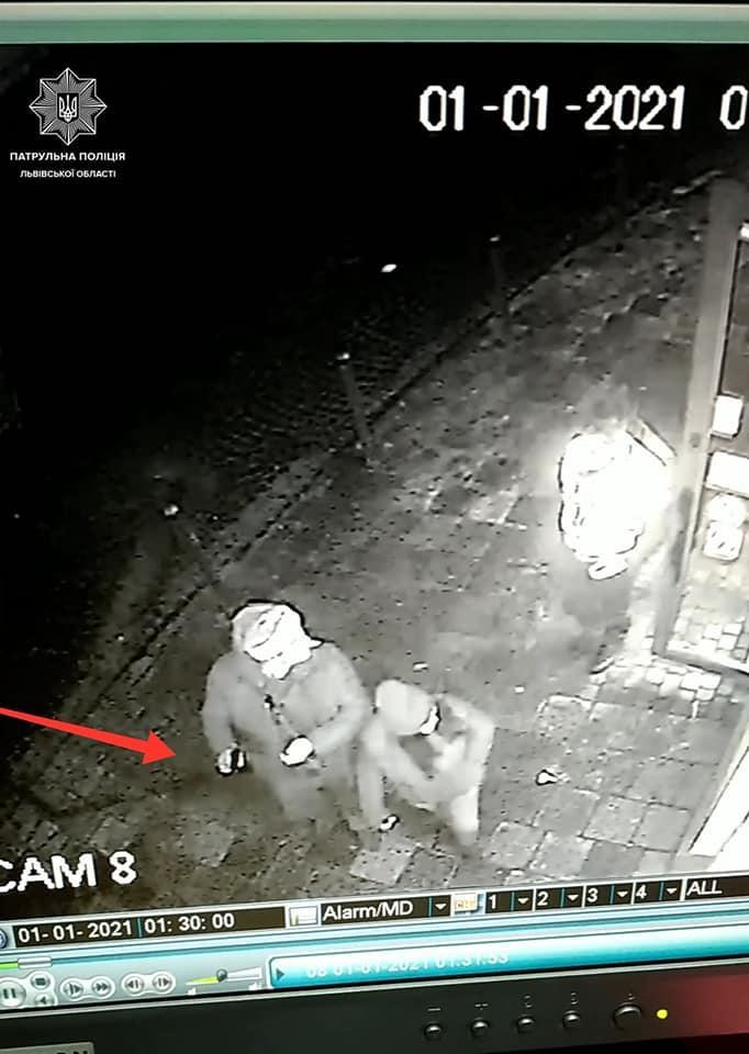 В центре Львова пьяный турист устроил стрельбу из травмата / фото facebook.com/lvivpolice2