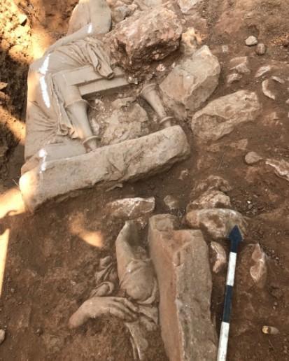 Статуи нашли во время раскопок при строительстве ратуши / фото culture.gov.gr1