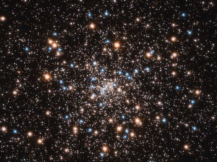 Шаровое скопление NGC 6397 - одно из ближайших к Земле / фото NASA, ESA, and T. Brown and S. Casertano1